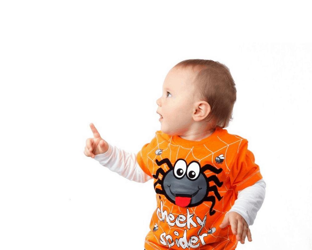 cậu bé trang phục halloween