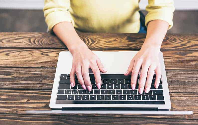 What does a freelance writer do?