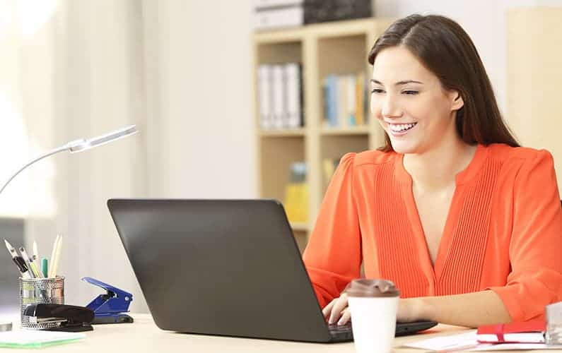 How do freelance writers make money