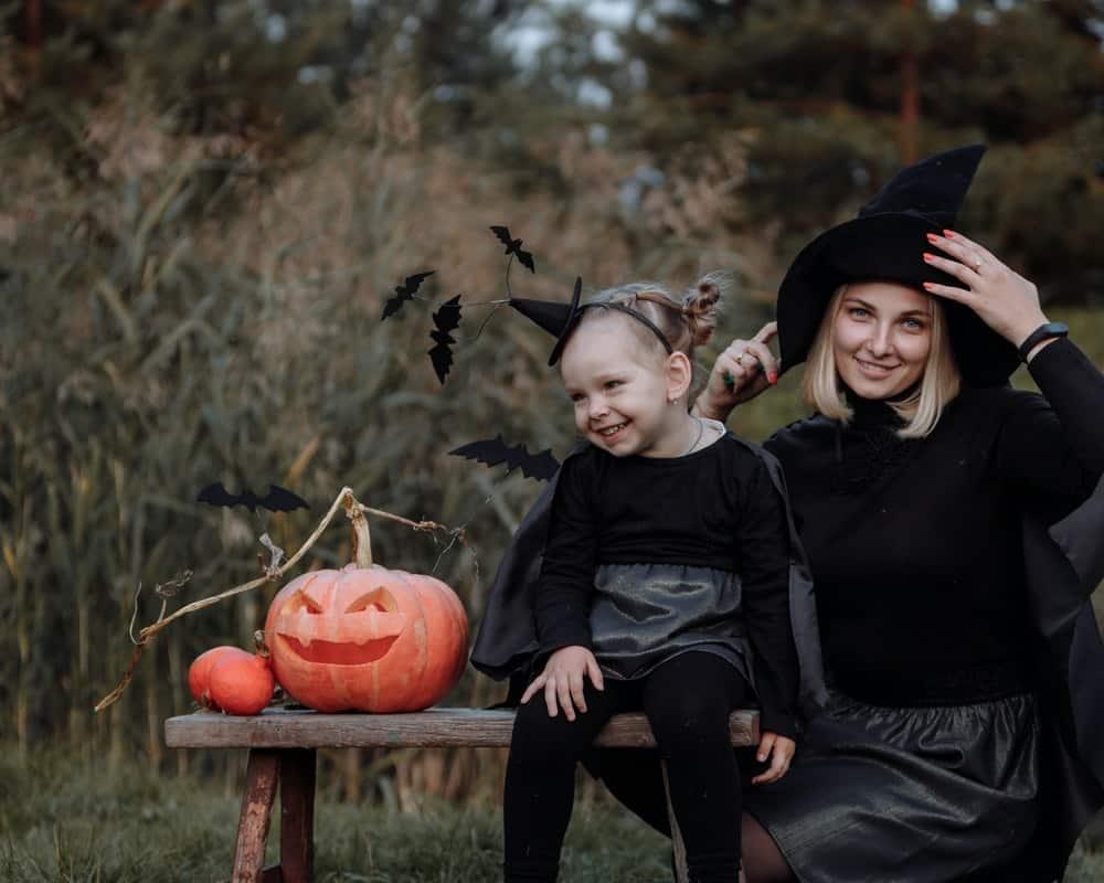 trang phục halloween của mẹ và con gái